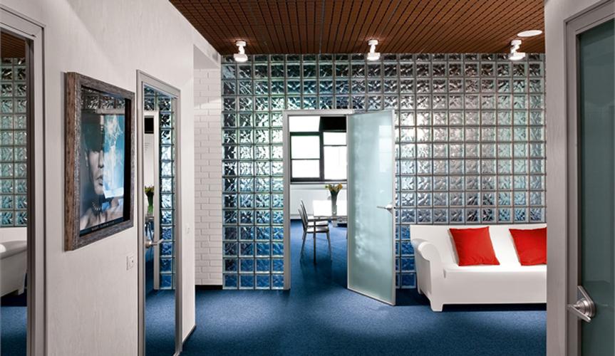 Использование стеклоблоков в интерьере